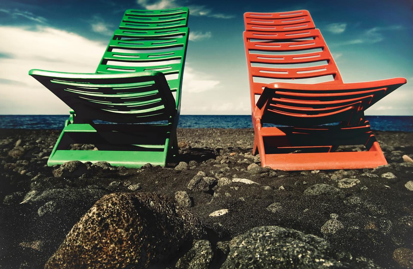 sedie-sulla-spiaggia-nera-sicily-2007