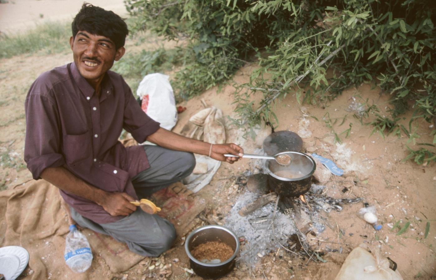 cooking-very-spicey-dal-in-the-desert-around-jaisalmer-2003
