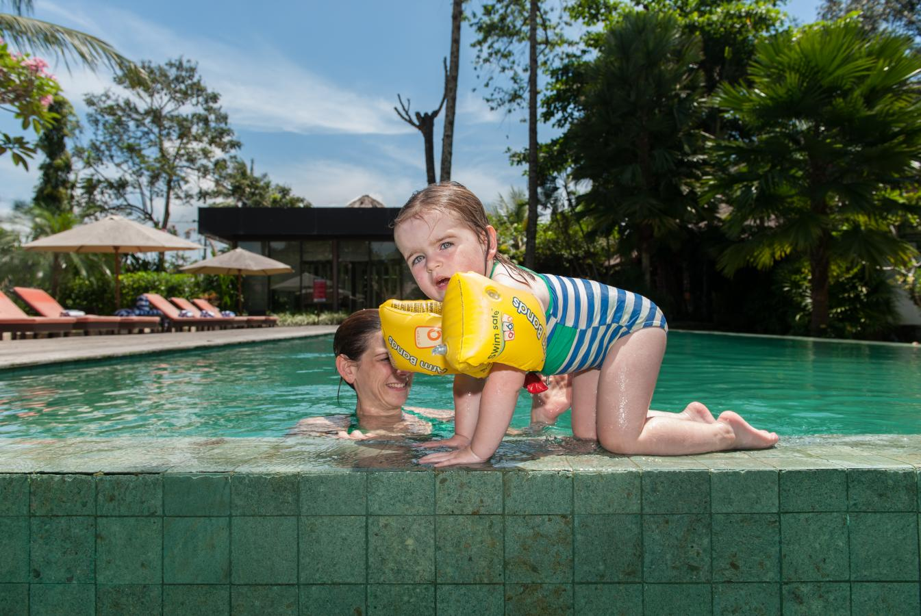 Billie-in-the-swimming-pool-of-the-hotel-Bali